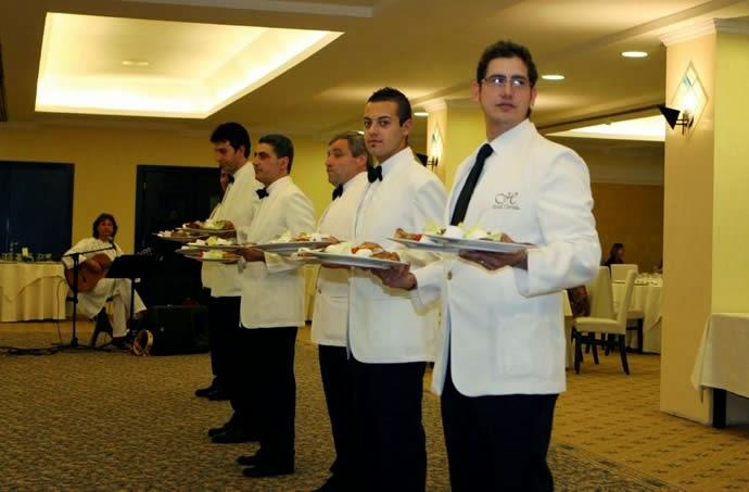 Offerte lavoro: camerieri e facchini a 2.500 euro, ma nessuno ci va