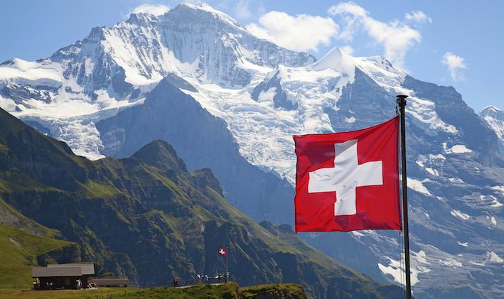 Vivere in Svizzera in Pensione o Lavoro: Pro e Contro